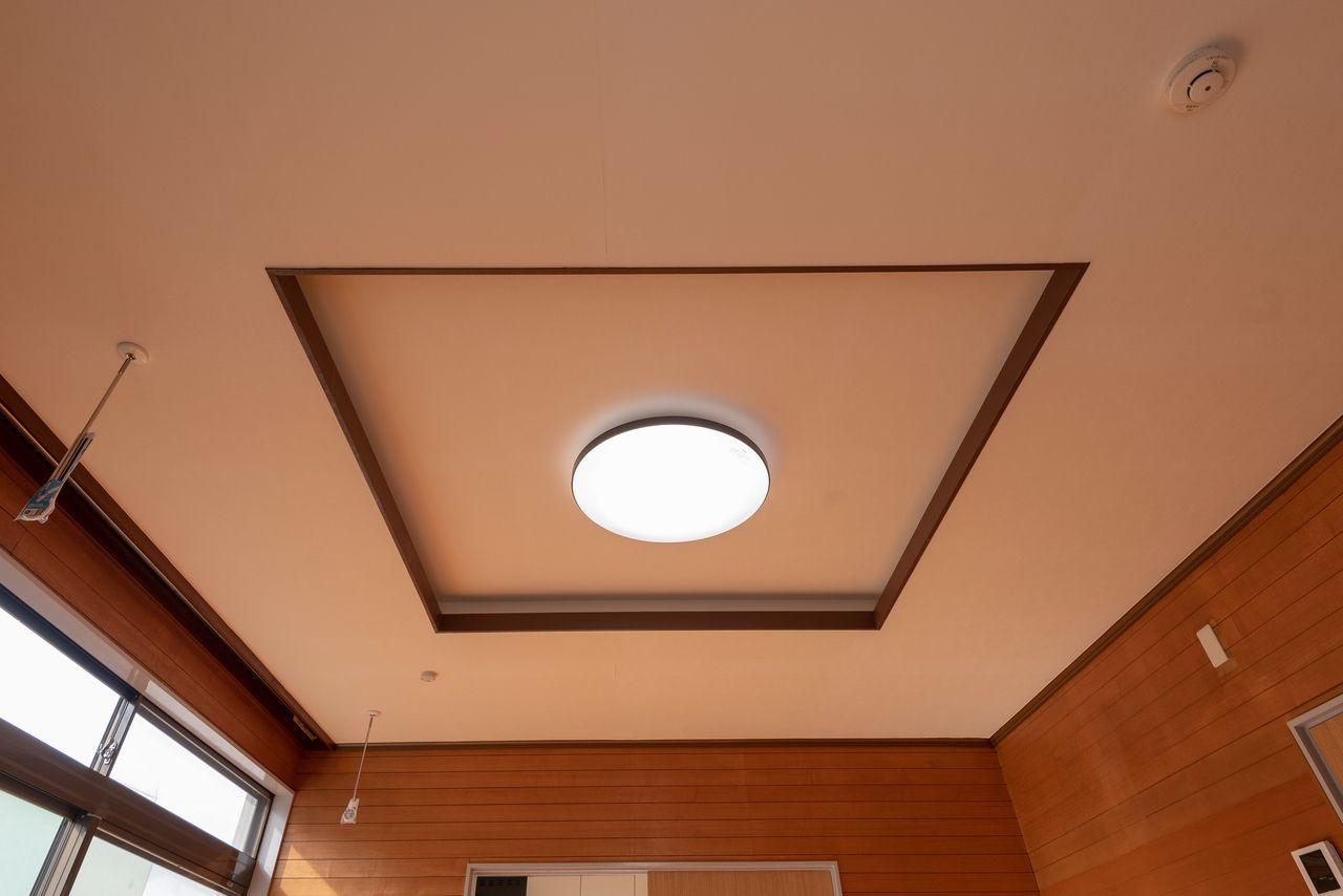 空間を広く見せてくれる折り上げ天井