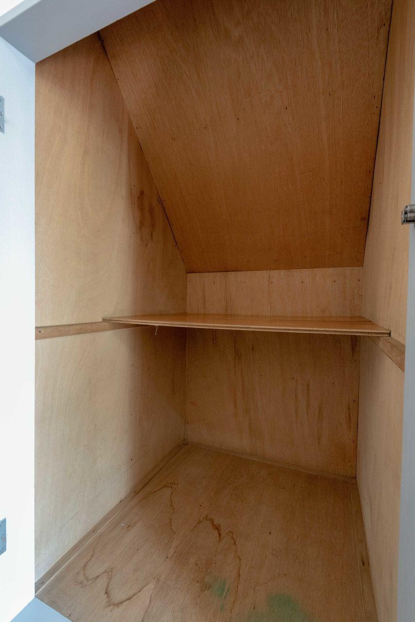 掃除機置場などに使える階段下収納