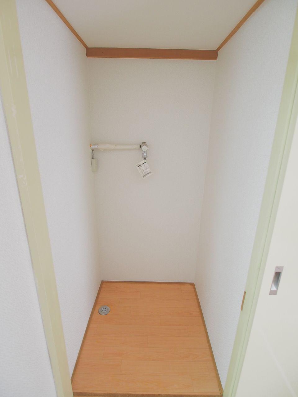 4.5帖洋室の押入横にある室内洗濯機置場