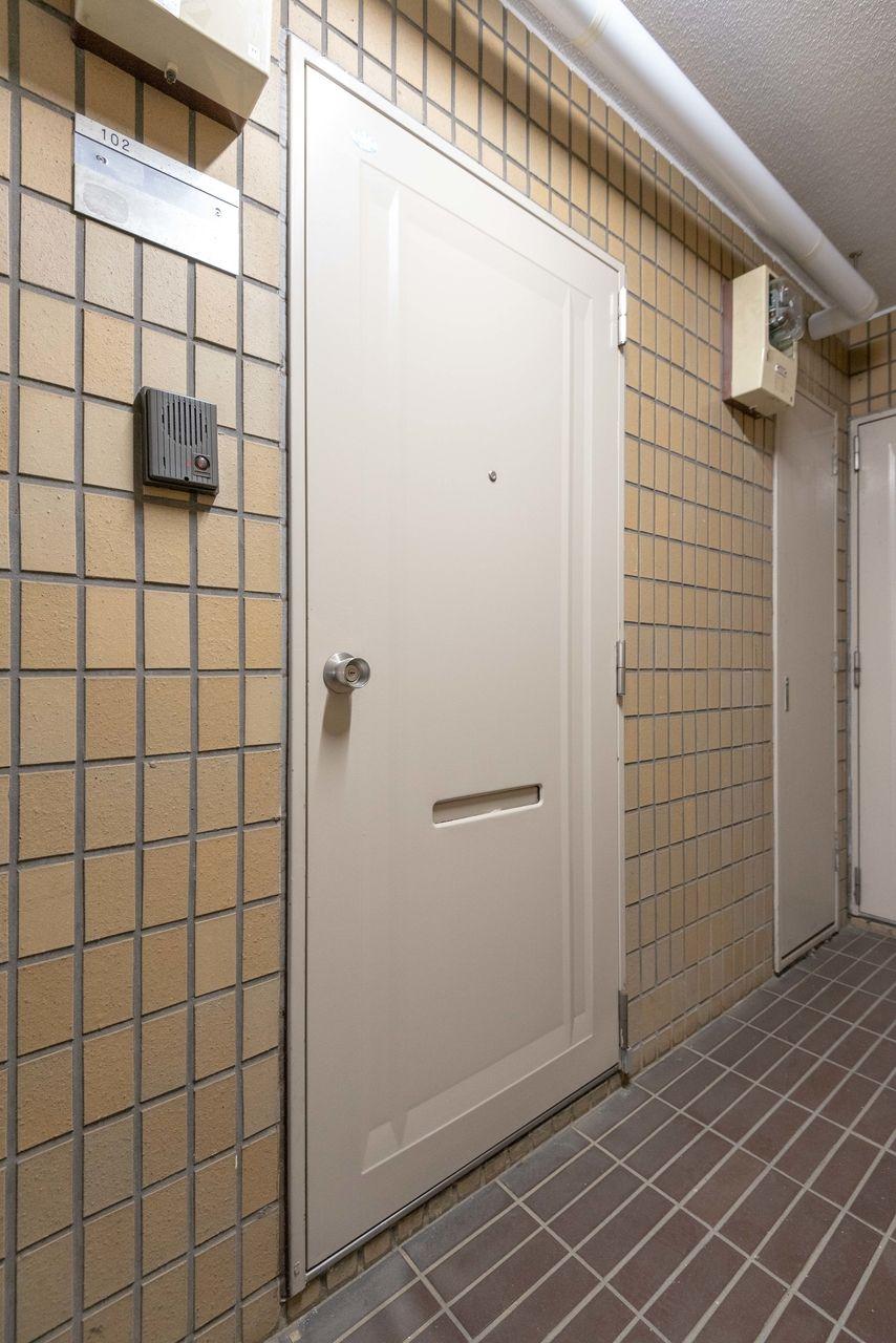 白基調で清潔感のある玄関