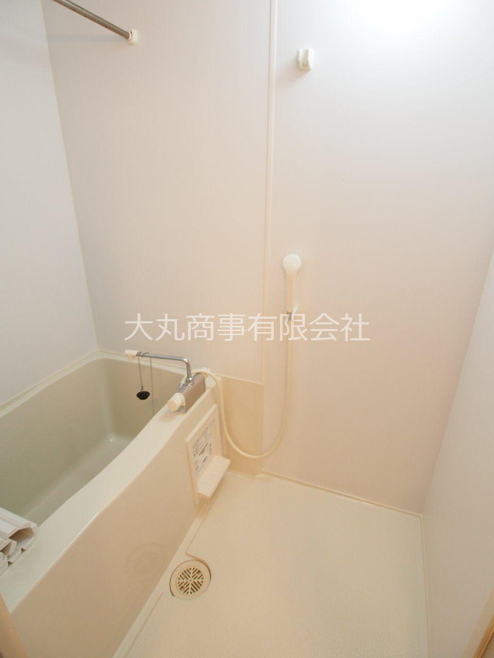 ひとり暮らしにもうれしい少しだけ広めの浴室