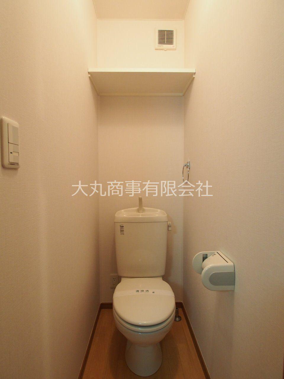 トイレットペーパーをストックしておける上棚付トイレ