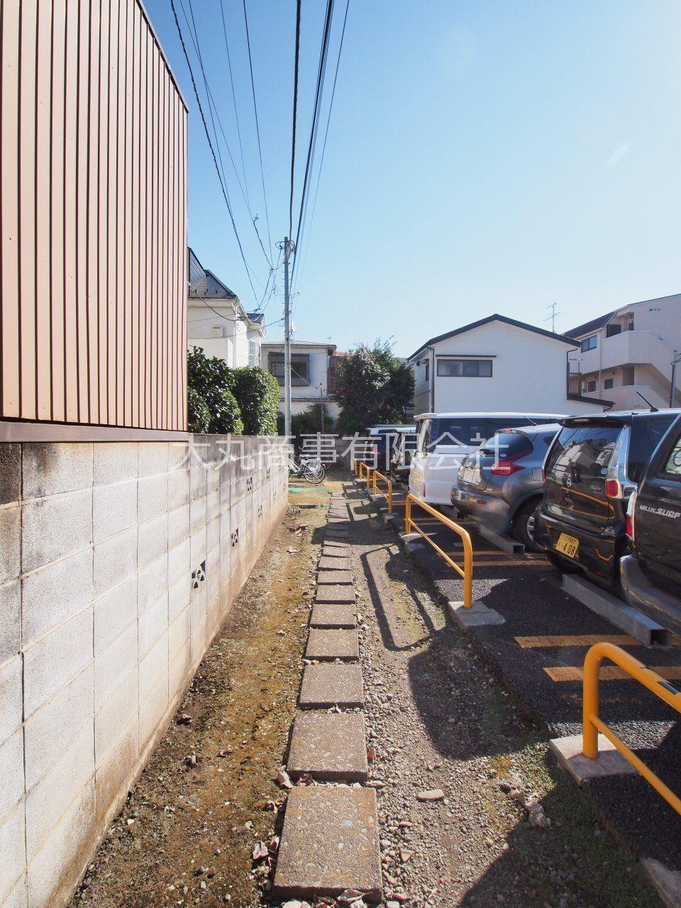 道路から建物までのアプローチ