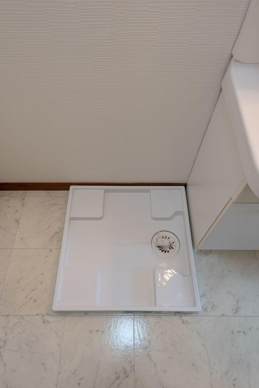 ドラム式対応の防水パンのある洗濯機置場