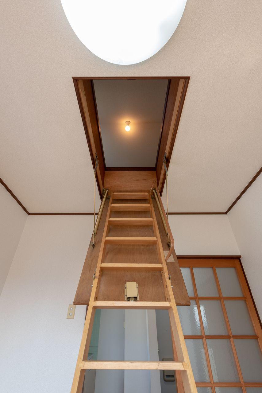 天井裏収納のはしご