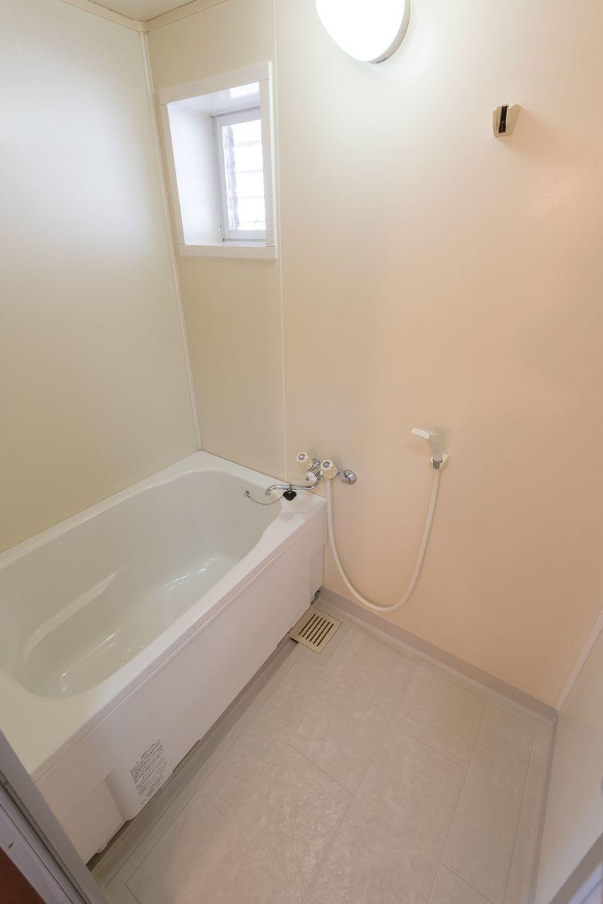 窓があり換気のしやすい浴室