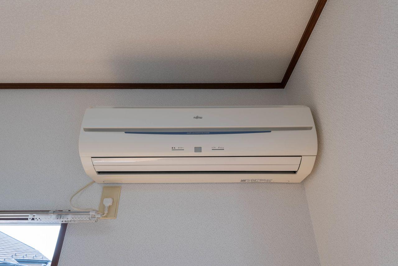 形名:AS-E22R-W、2006年製