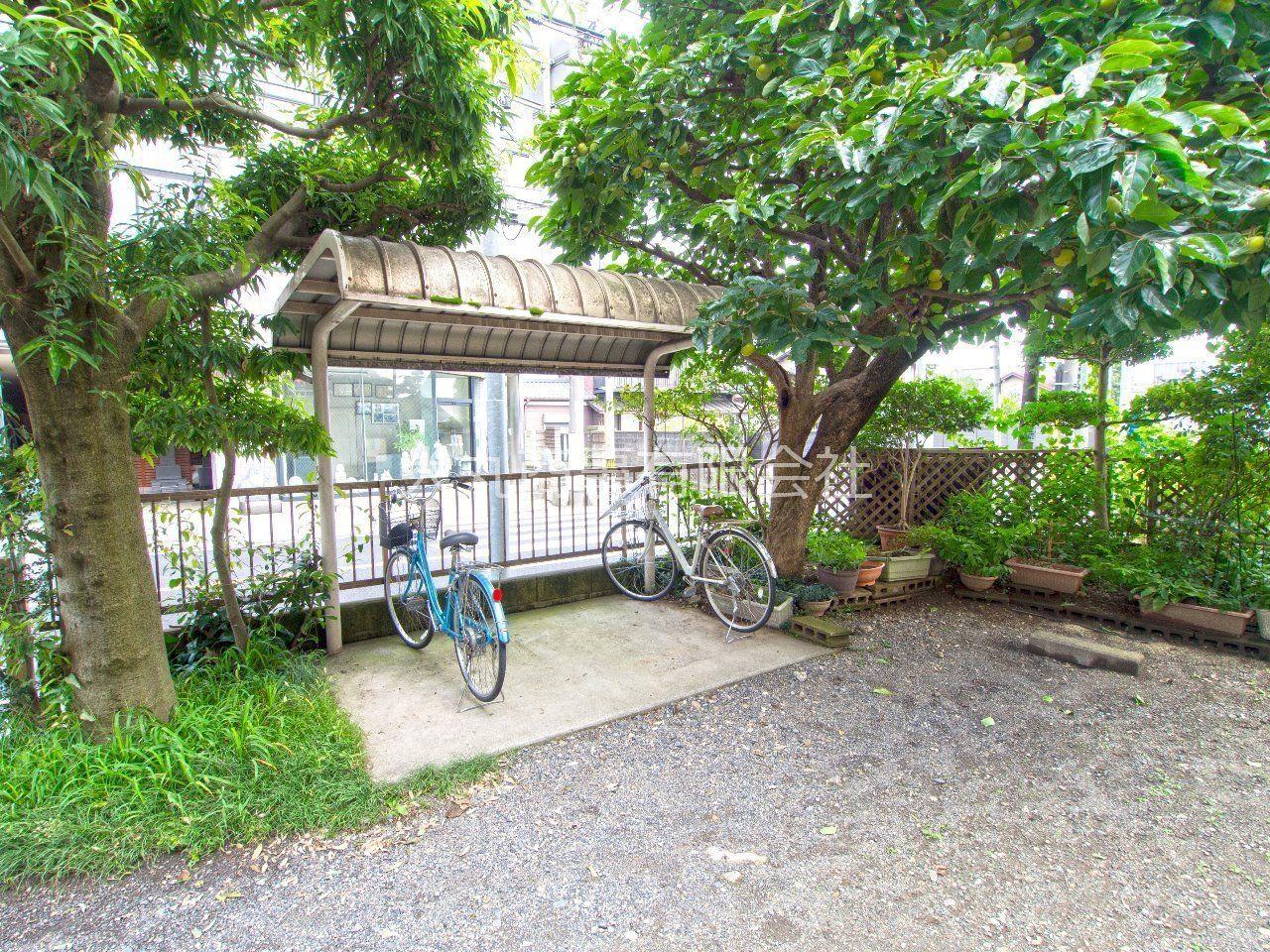 屋根付駐輪場で大切な自転車を濡らしません