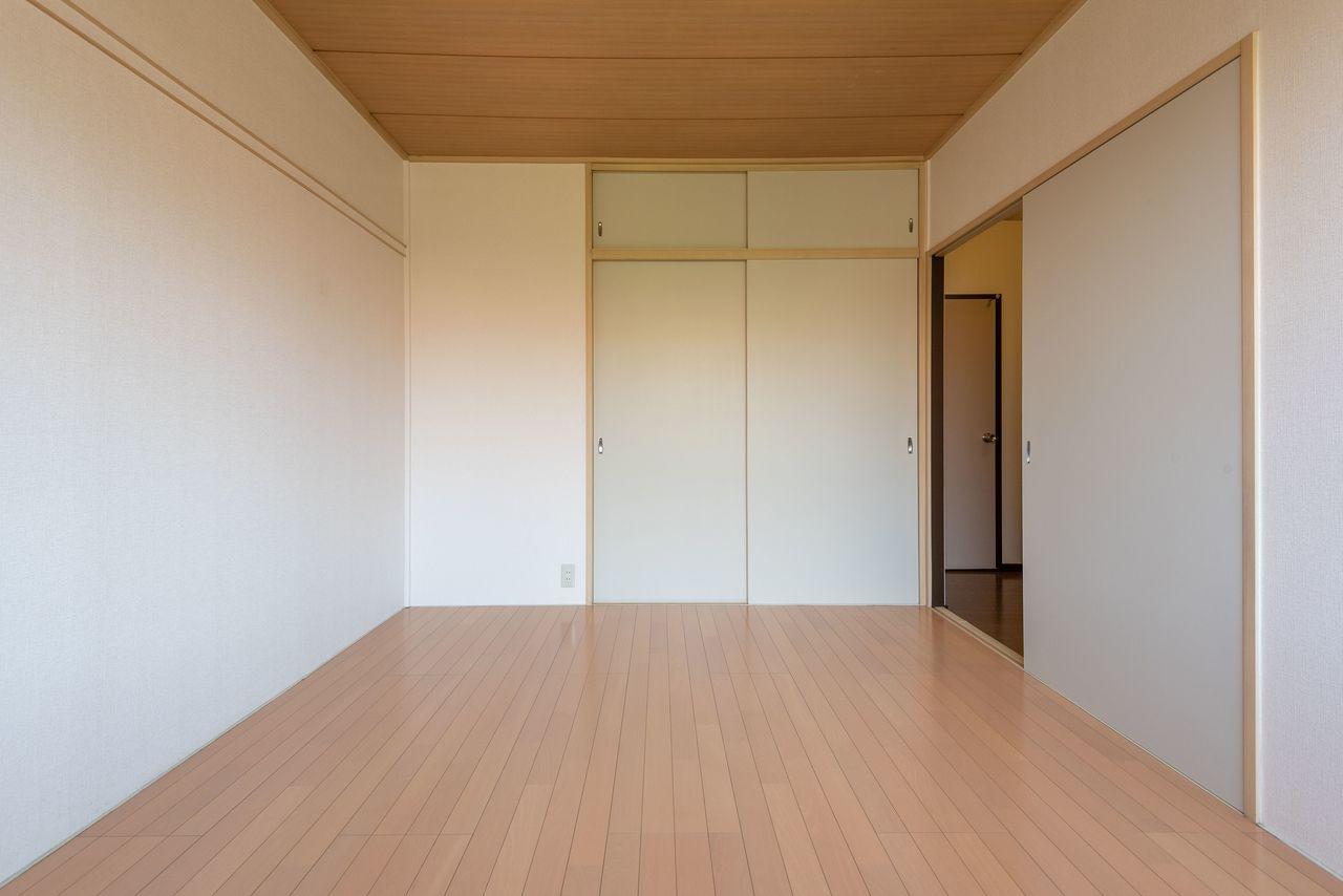 洋室の床材は人気のフローリング