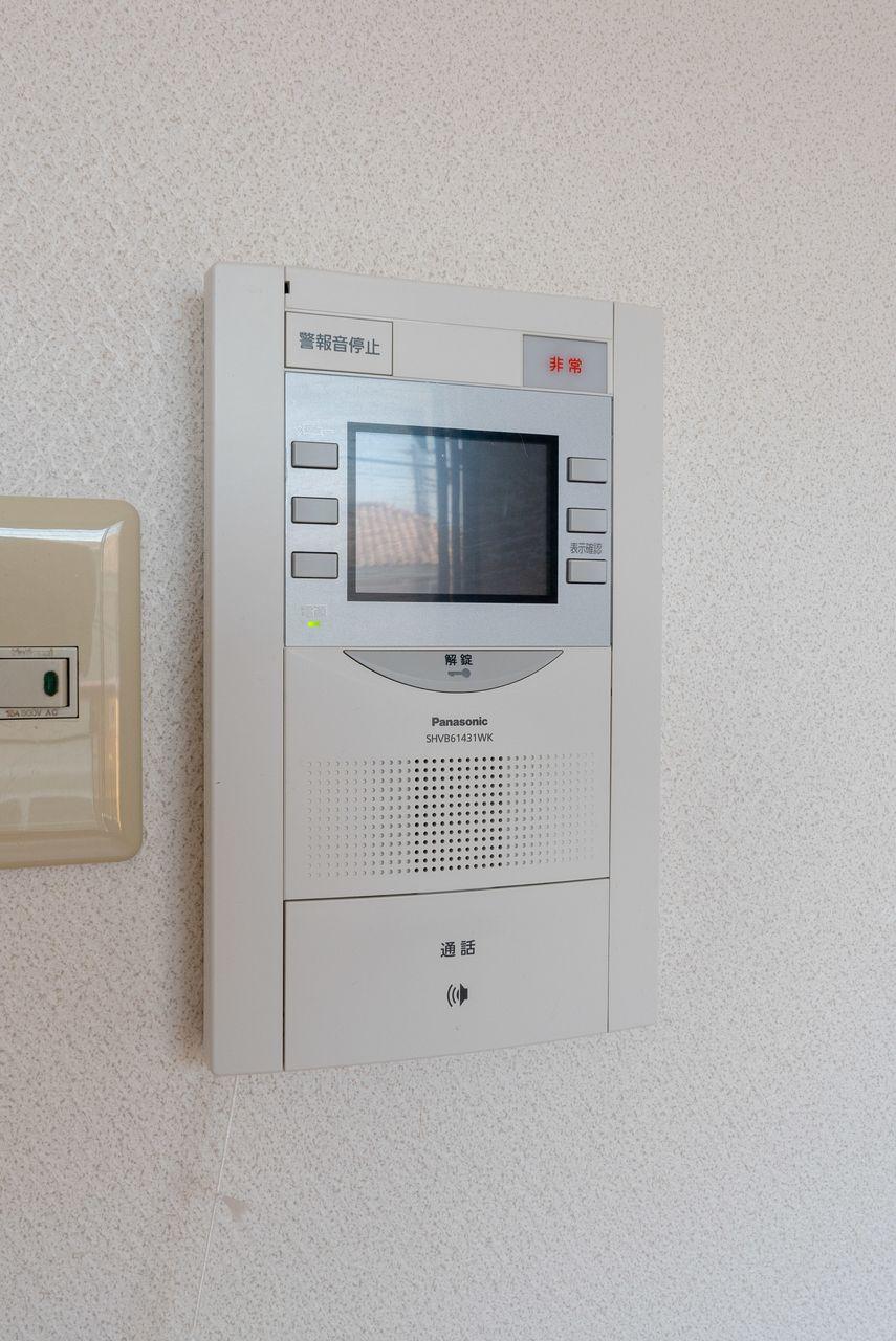 オートロックの操作盤も兼ねる室内受話器