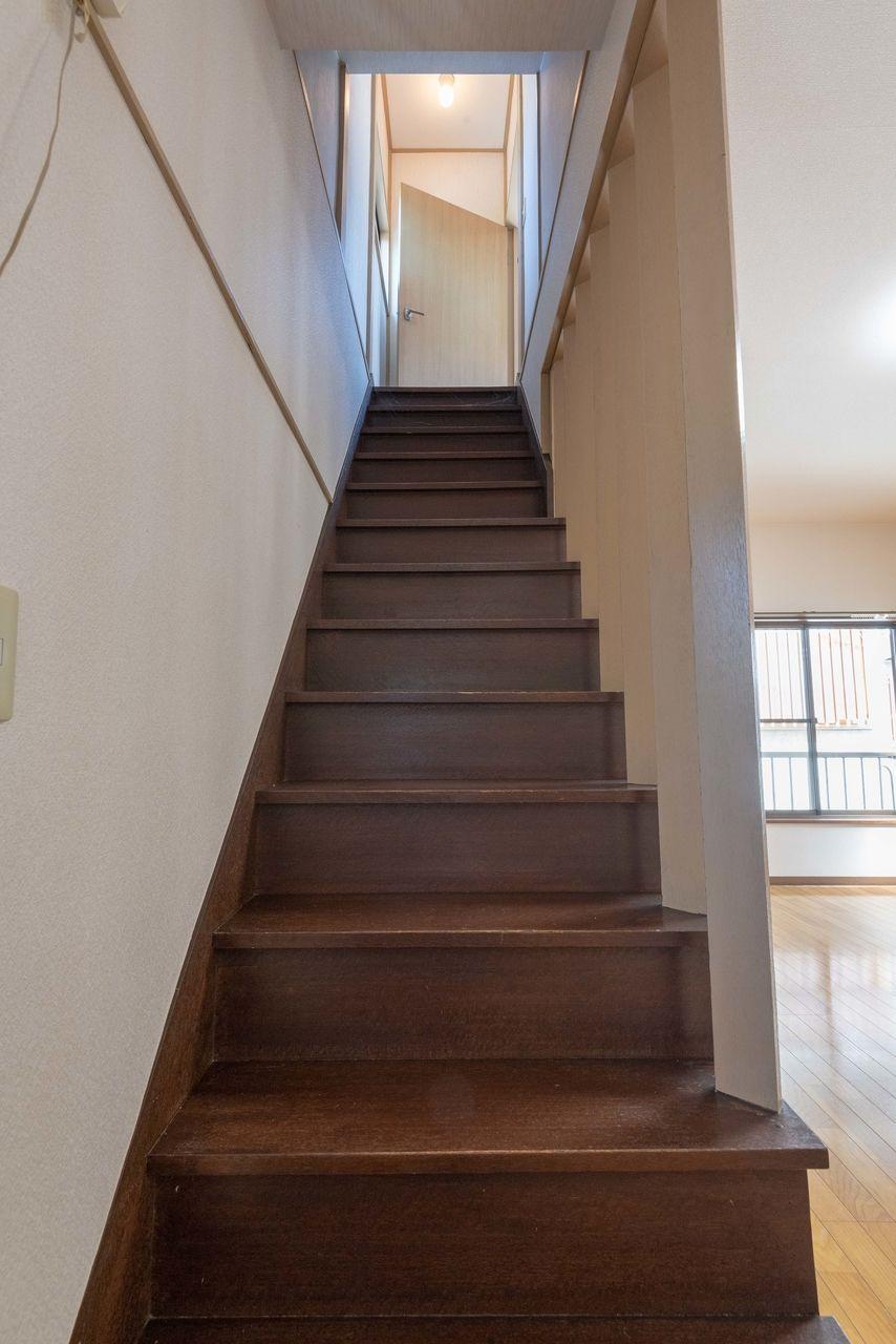 2階へ向かう階段