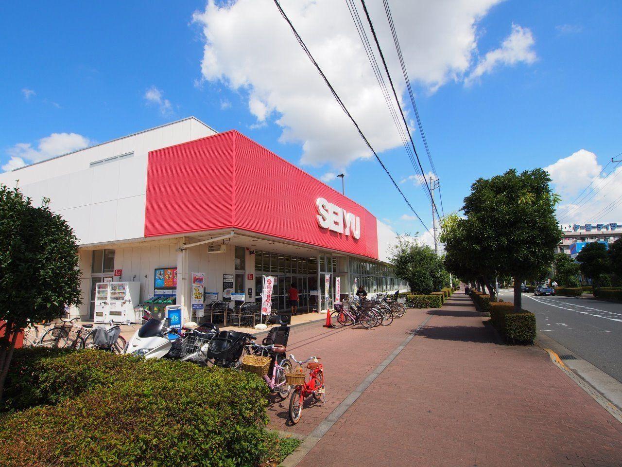 24時間営業の便利なスーパー。ソリドールから「約830m」