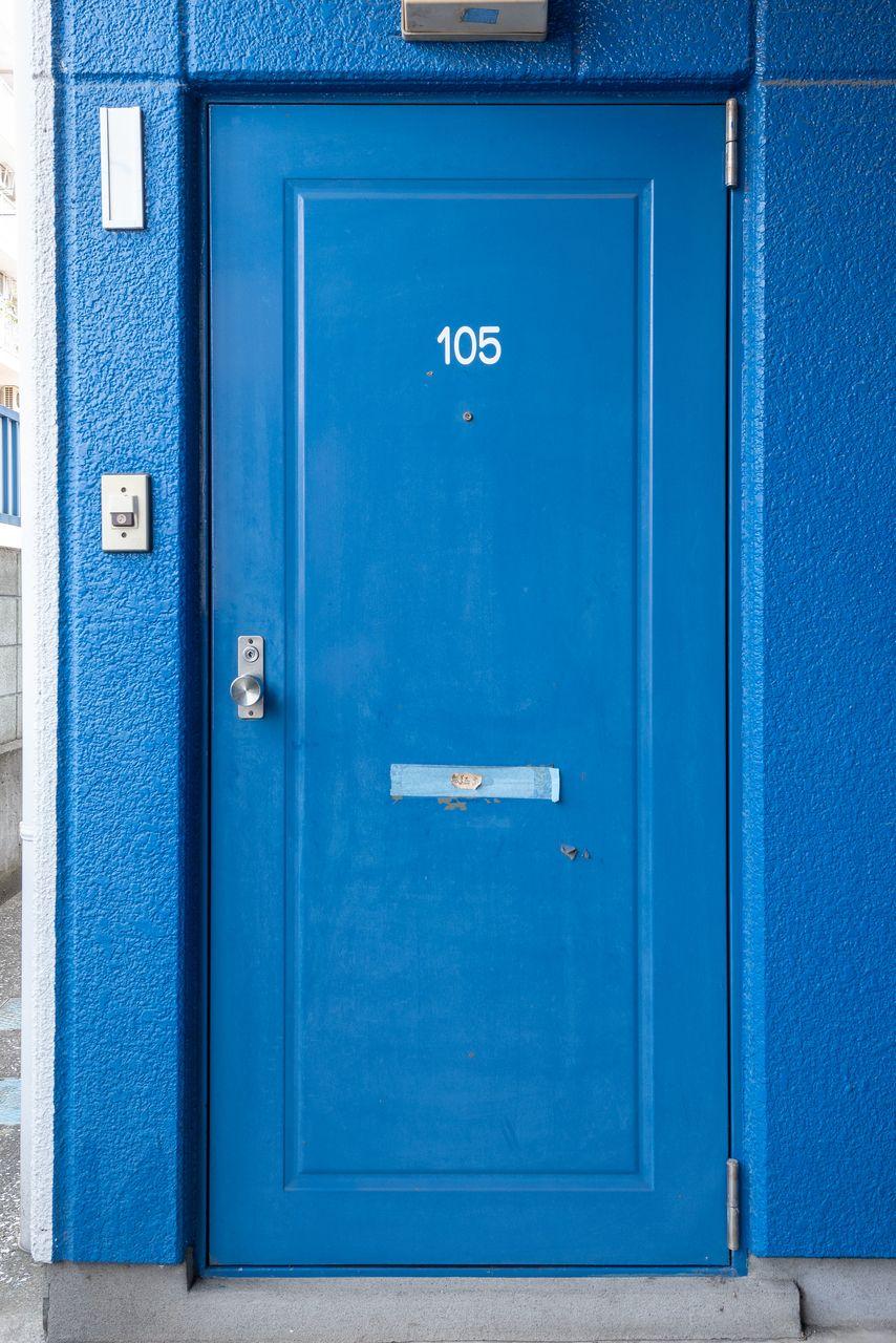 ドアポストのある玄関ドア