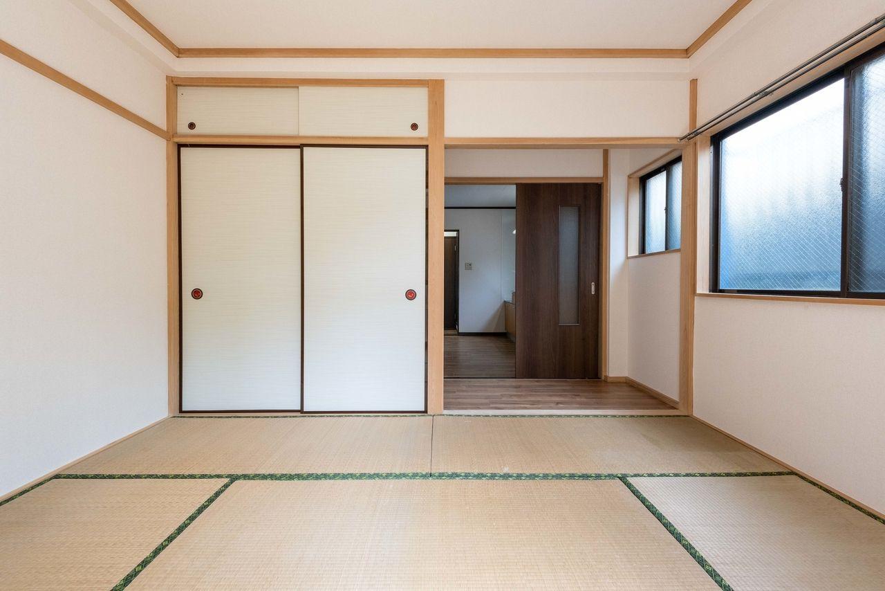 6畳分の畳に1畳分の板間のある居室