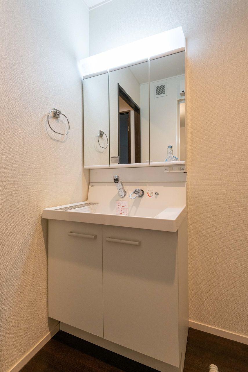 三面鏡タイプの洗面台
