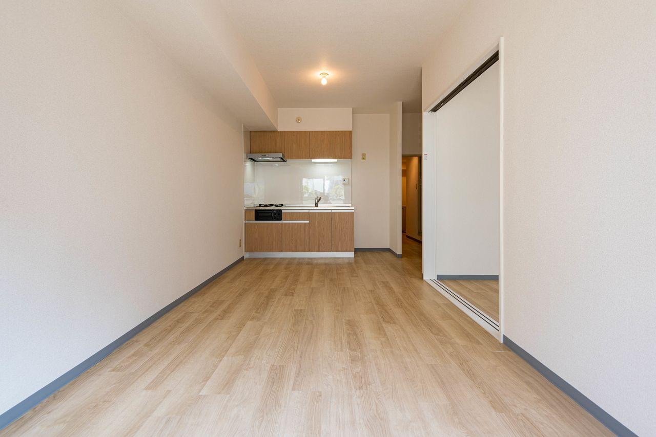 床材はフローリング風フロアタイル