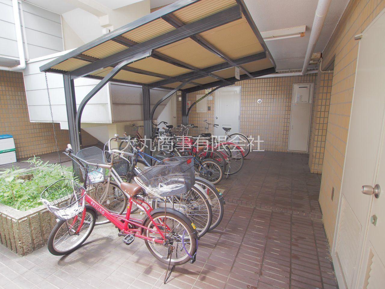 屋根付きで雨で自転車を濡らしません
