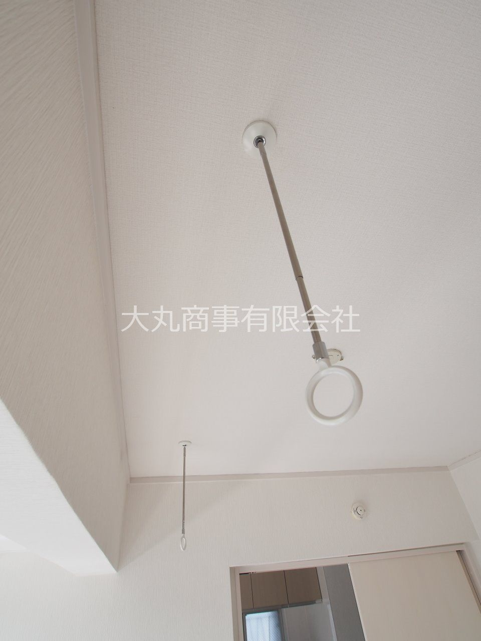 南側洋室に設置。物干竿を通すと室内干しが可能になります