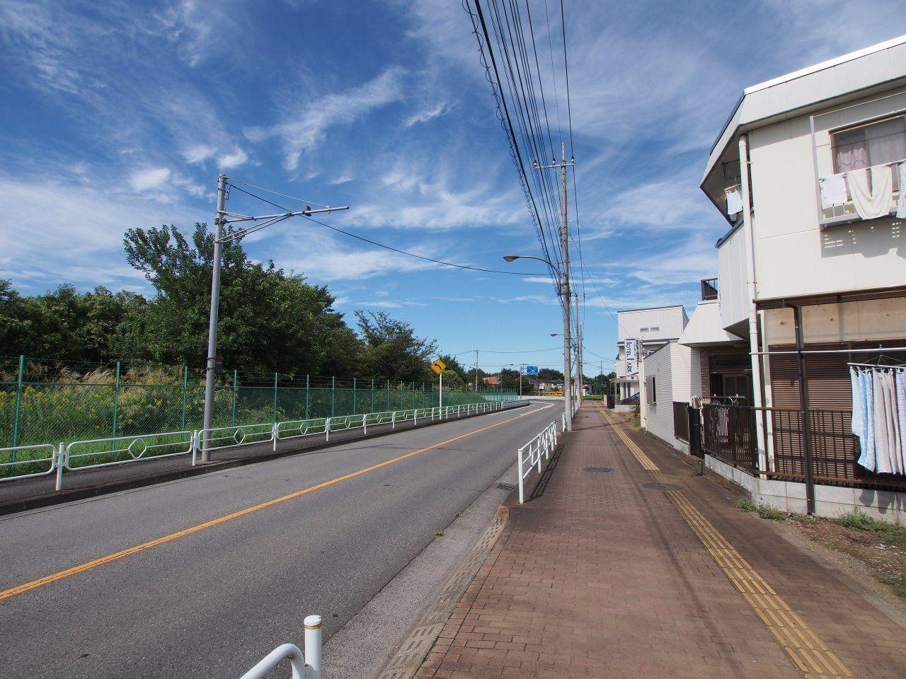前面道路は片側1車線の道路