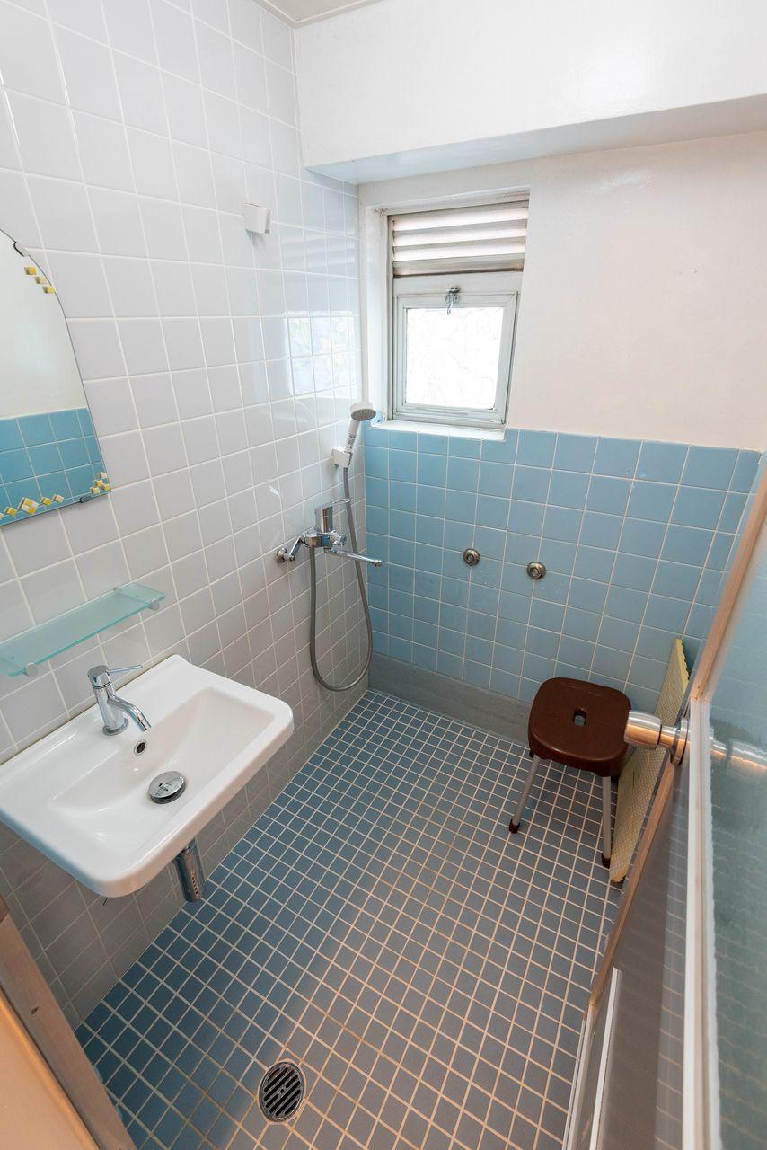 洗面台のあるシャワールーム
