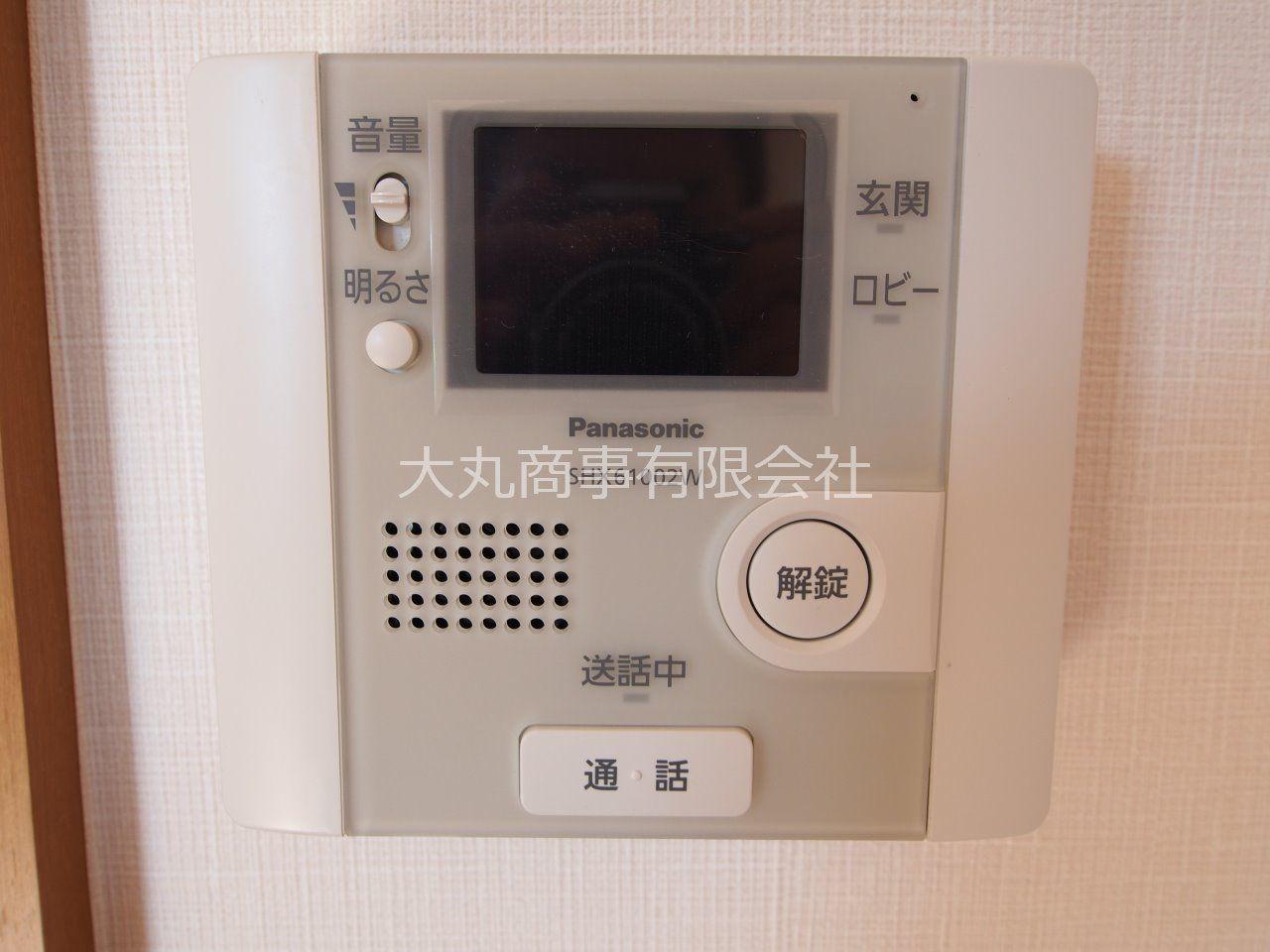 来訪者の顔も確認できるTVモニター付受話器