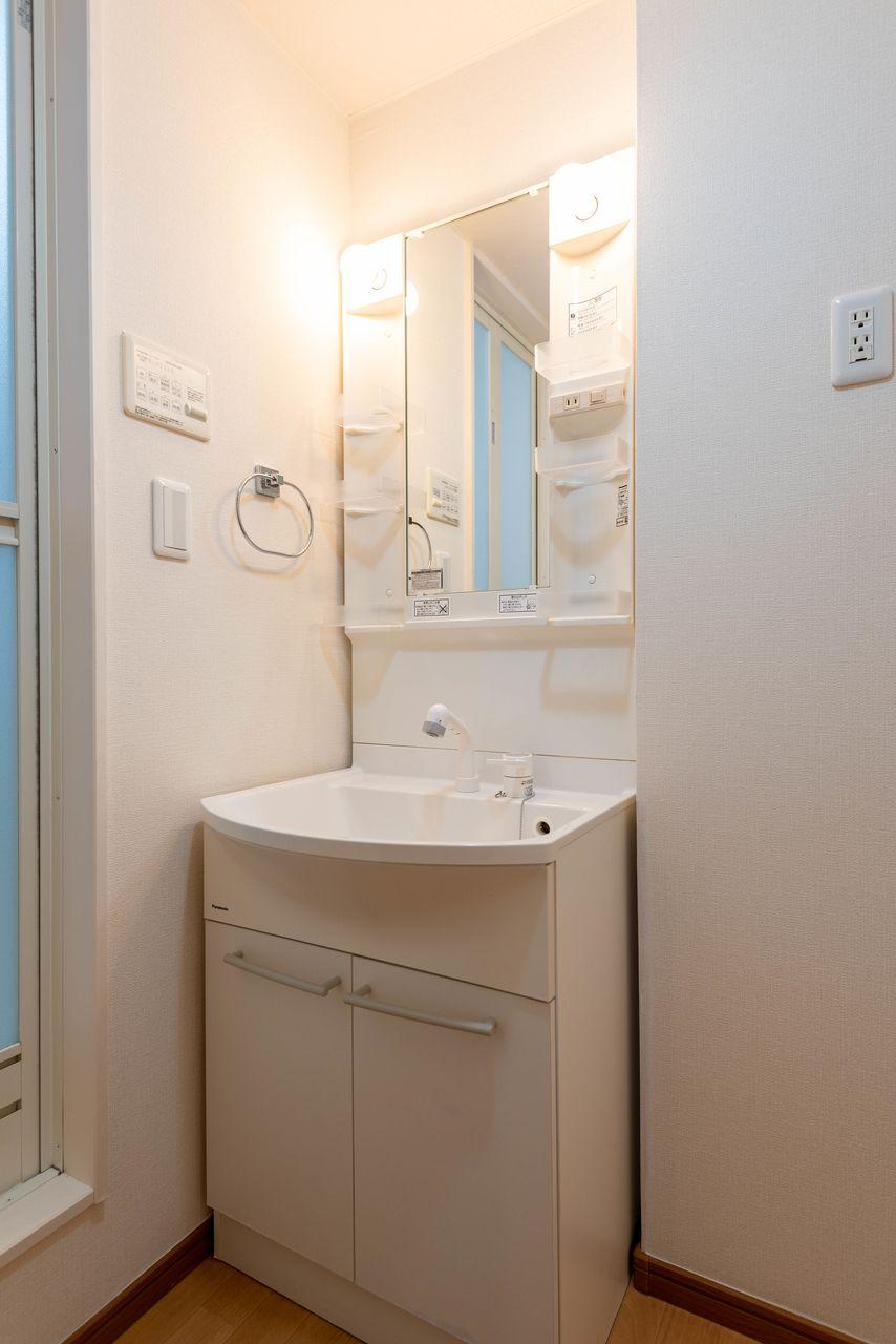 収納段付の洗面台