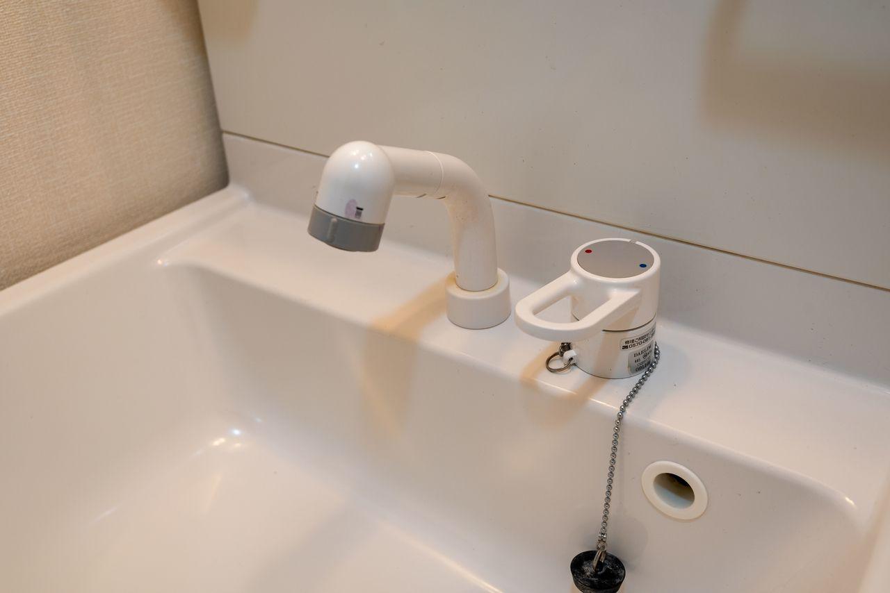 可動するシャワー水栓