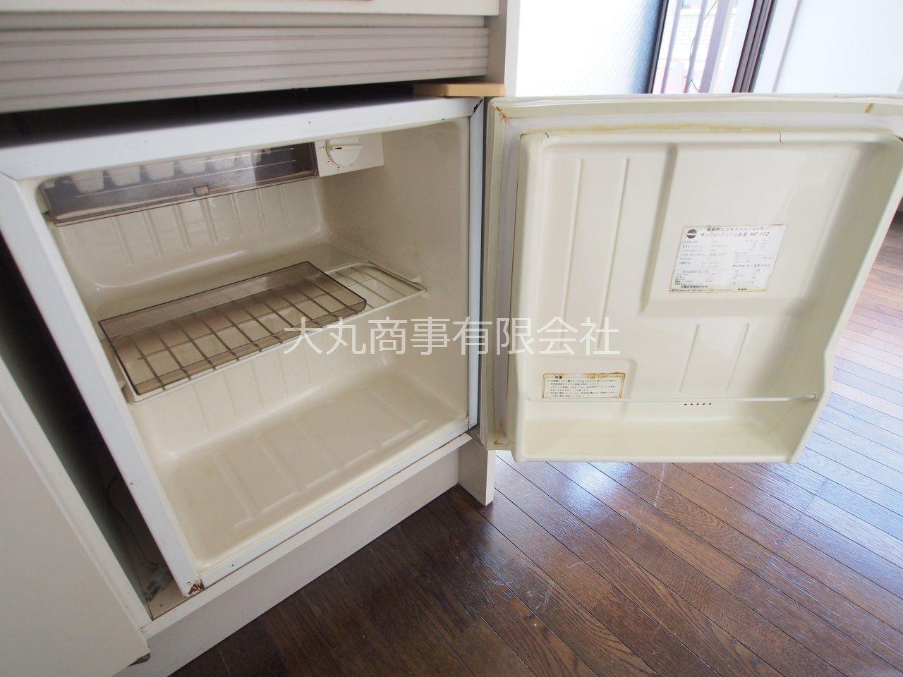 容量は大きくないですが、飲料やちょっとした食材を保管可能