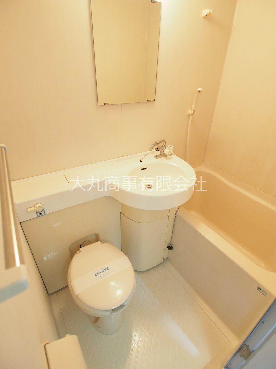 コンパクトにまとめられたバスルーム