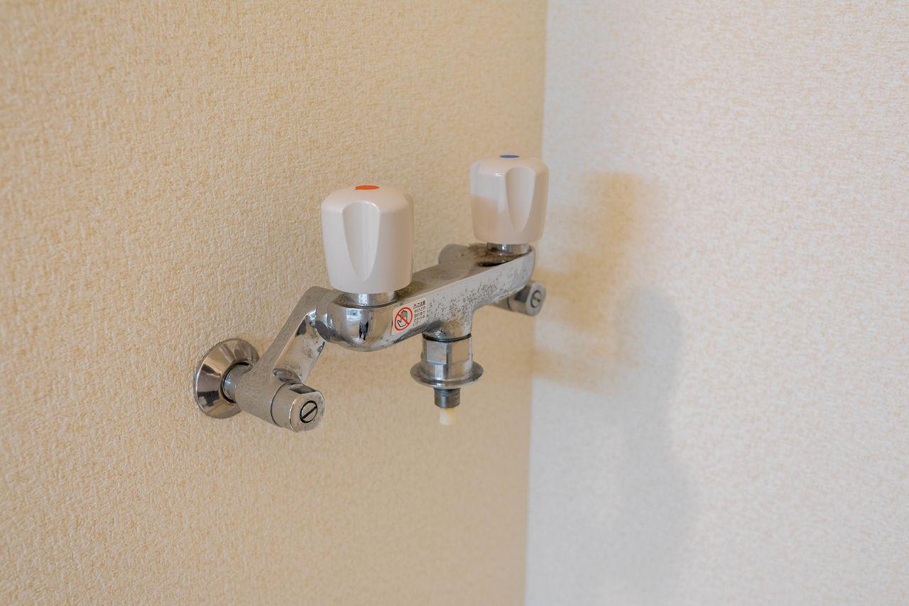 お湯が使えるワンタッチ式洗濯水栓