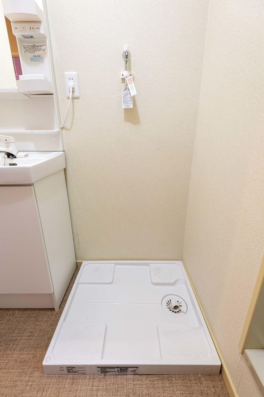 ドラム式も対応可能な洗濯機置場