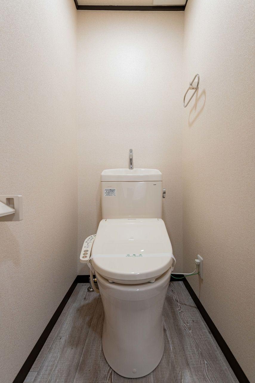 温水洗浄便座のあるトイレ