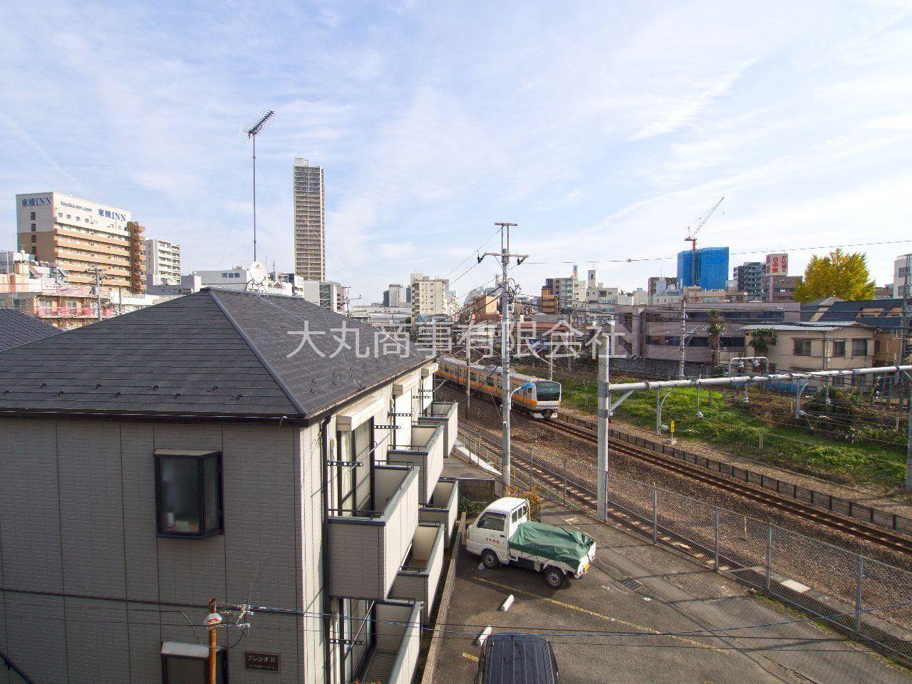 バルコニーからは中央線が見え、電車好きにはたまりません