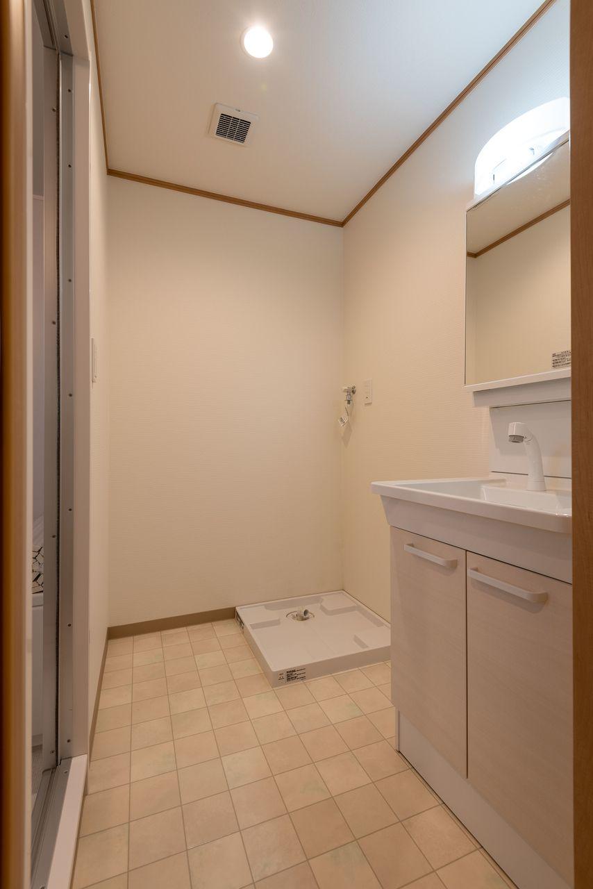 洗面所出入口に扉あり