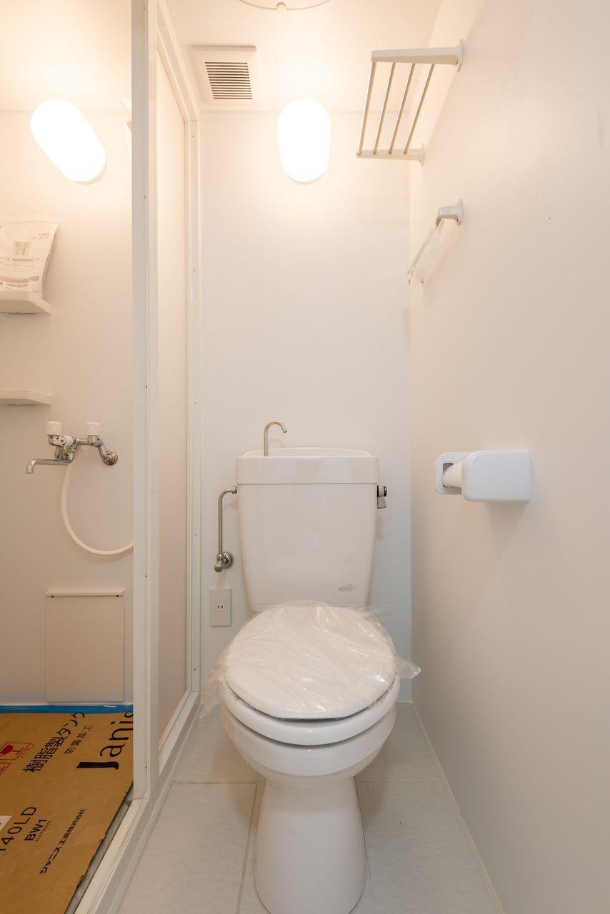 ストック棚のあるトイレ