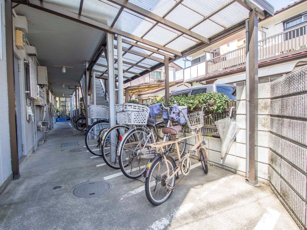 屋根のある自転車置場で、雨から自転車を守ります