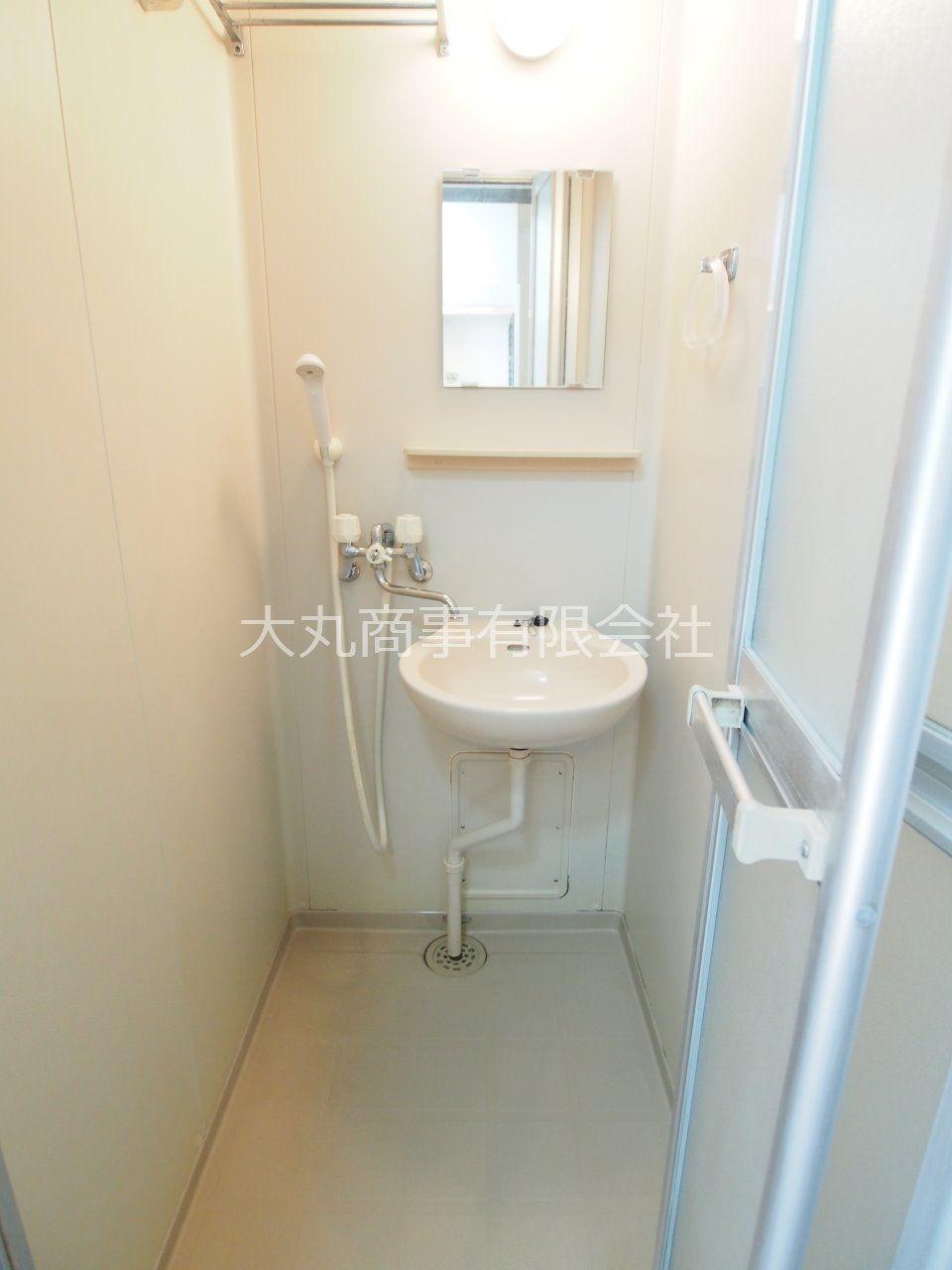 洗面台付のシャワールーム