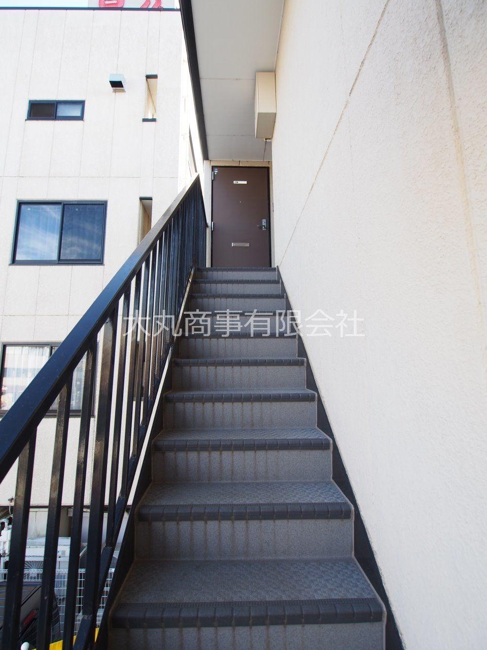 2階から3階への共用階段