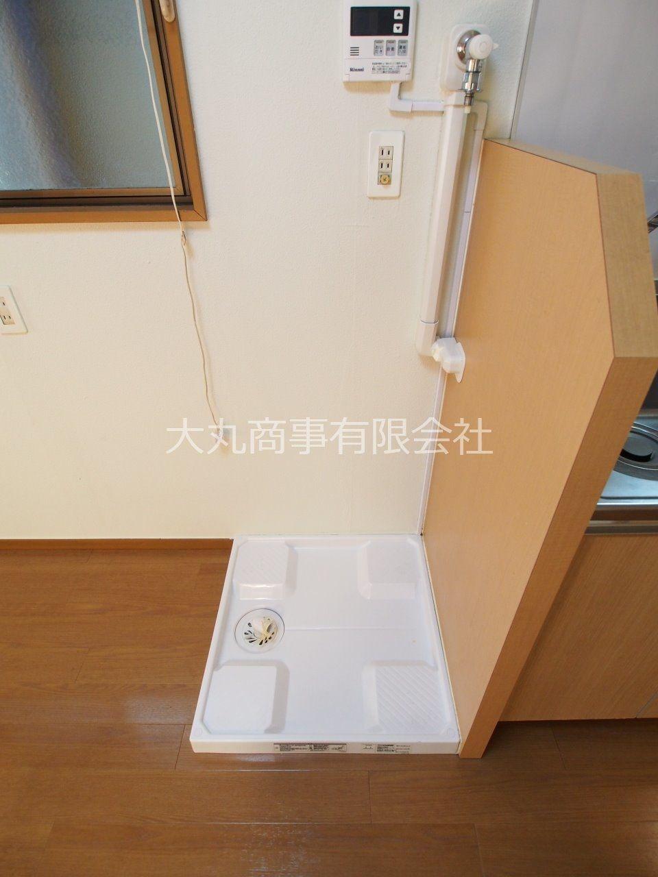 キッチンスペース横の洗濯機置場