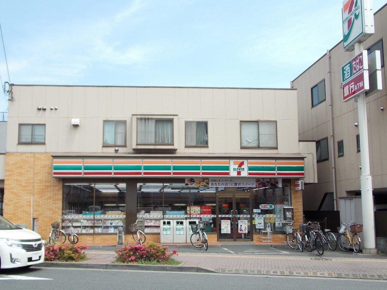 駅に近いこともあり、コンビニは複数あり