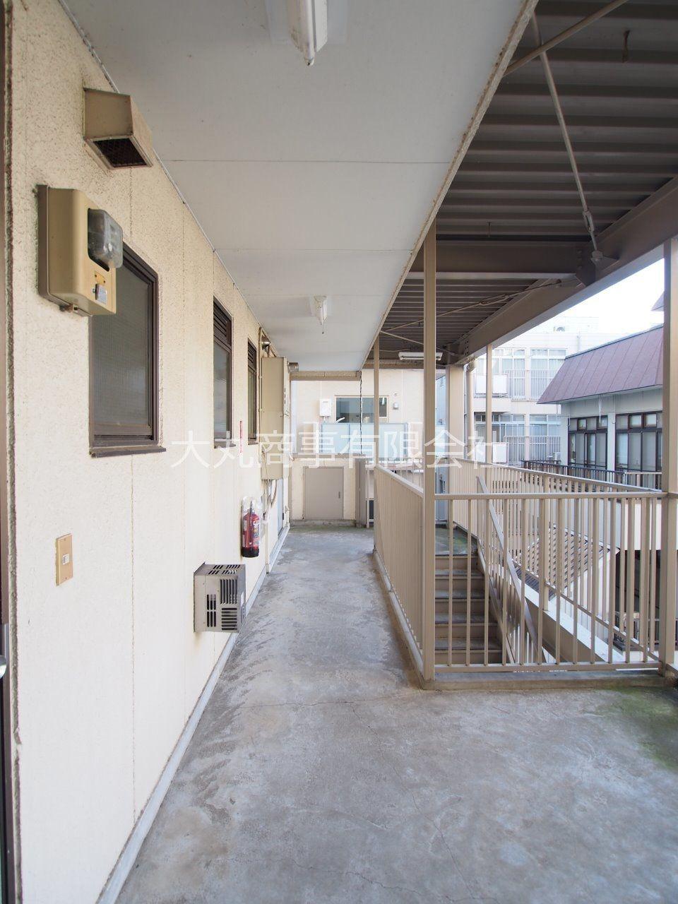 整理された共用階段と共用廊下