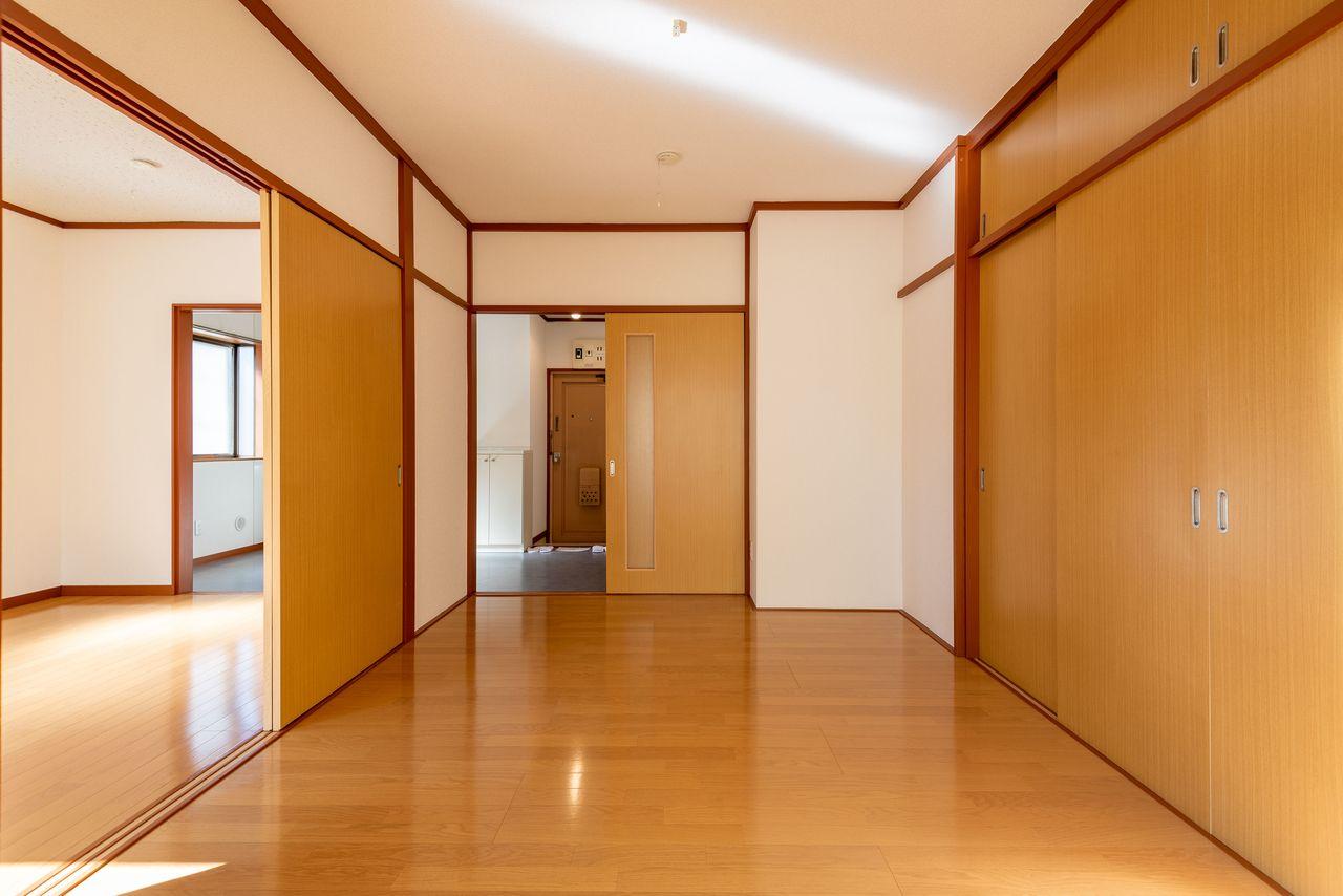 各居室の床材は人気のフローリング