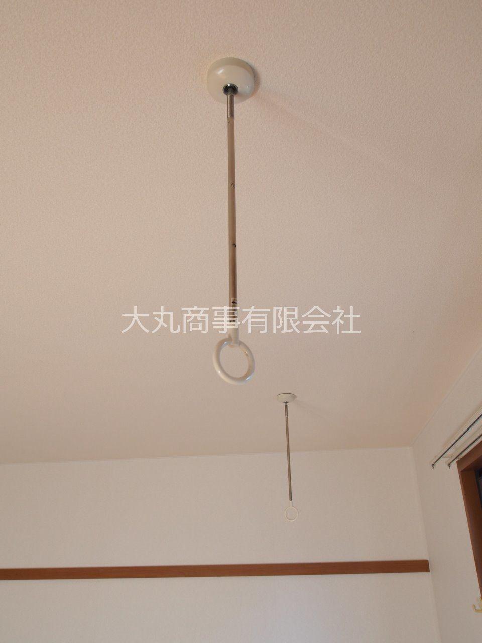物干し竿を通せば室内物干しが可能