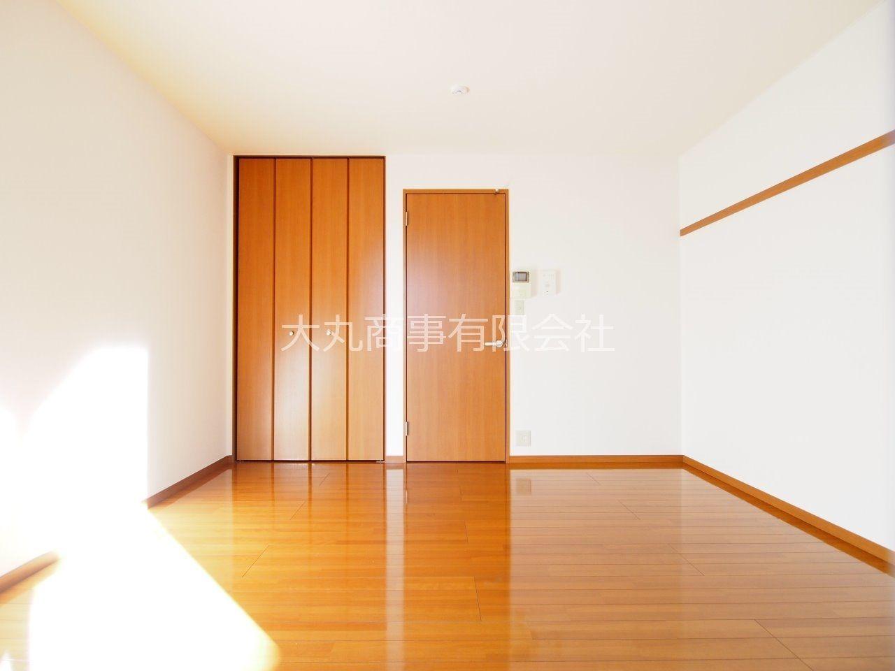 お部屋とキッチンの間は扉で仕切られています