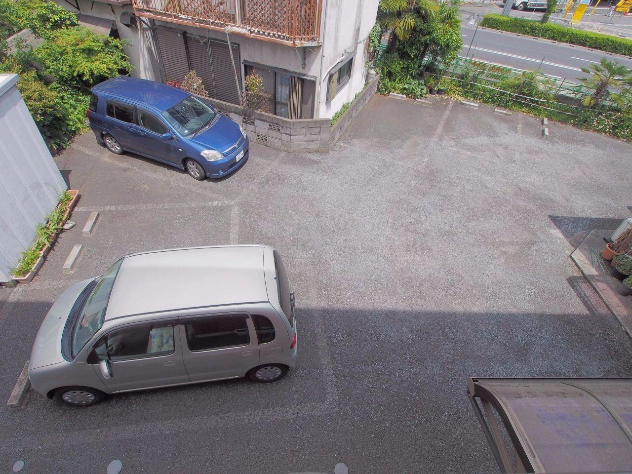 アスファルト敷の平置駐車場