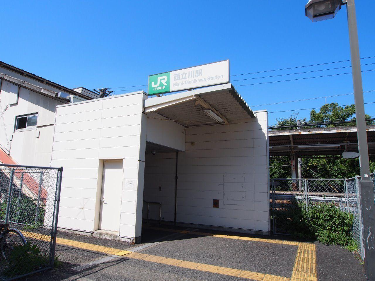 JR青梅線の駅。落ち着いた雰囲気が魅力です。