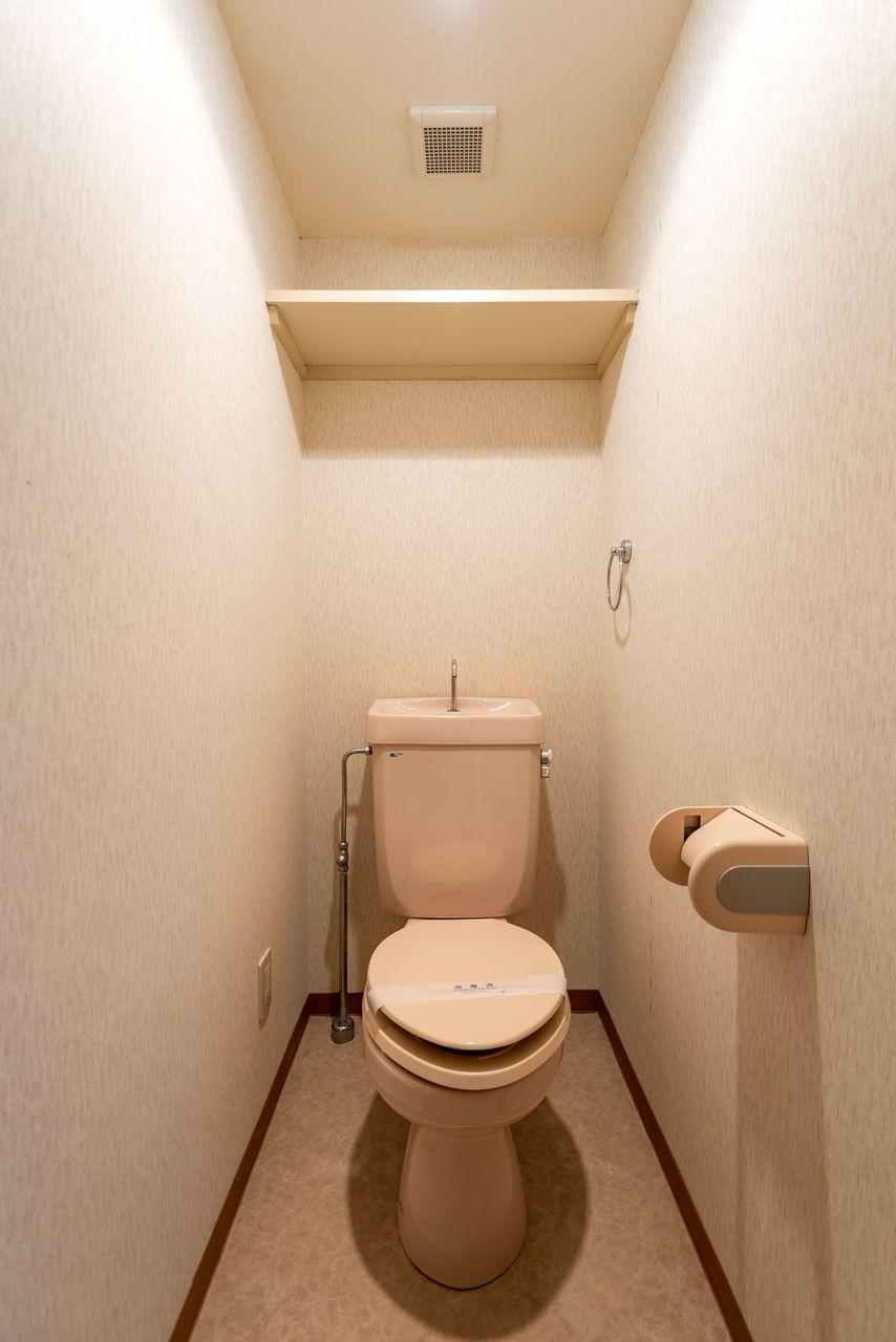 上棚のあるトイレ