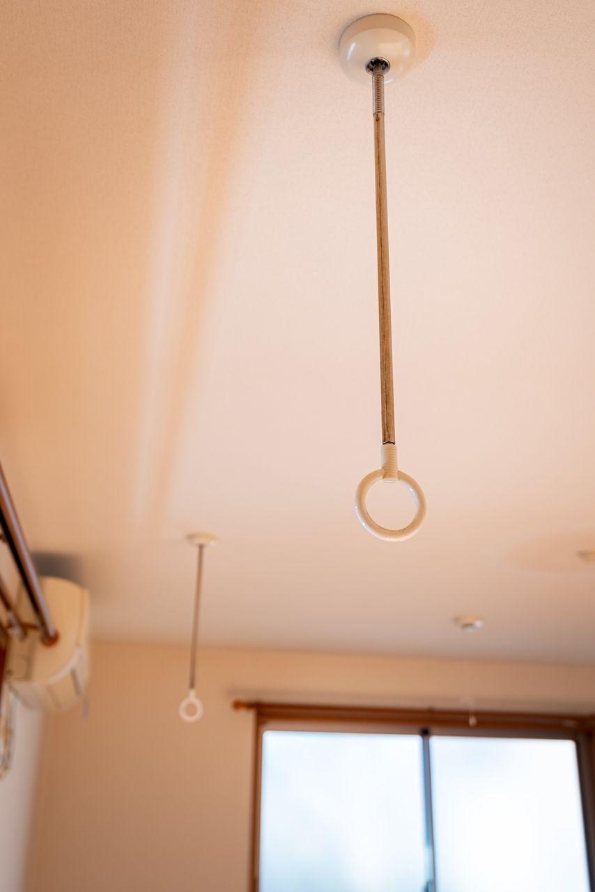 物干し竿を通すと室内物干しができます