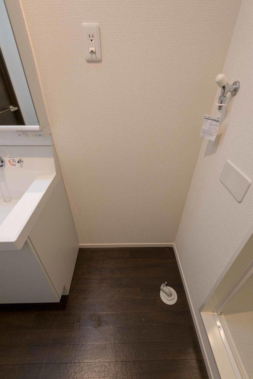 床置きタイプの洗濯機置場