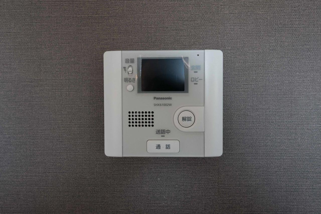 オートロックの操作盤も兼ねる受話器